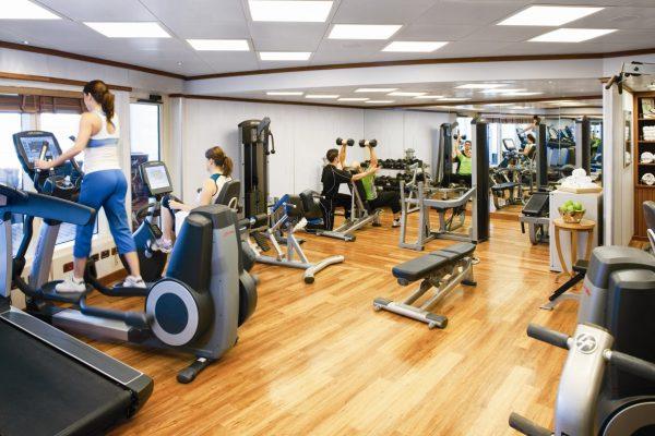 Ban-phai-co-bang-huan-luyen-vien-de-lam-thu-tuc-mo-phong-tap-gym