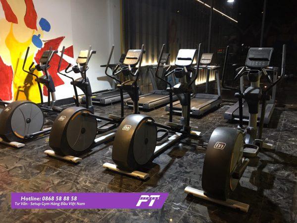 Bố trí hệ thống cửa phòng tập gym phù hợp đón ánh sáng, không khí trong lành