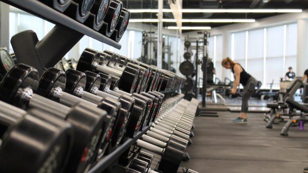Nhung-may-moc-can-co-o-phong-gym