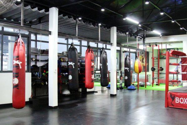 ho-tro-lap-dat-bao-duong-va-bao-tri-may-moc-tai-phong-boxing