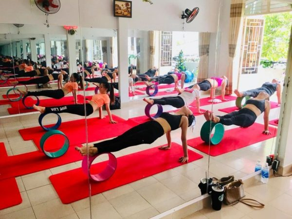 len-danh-sach-cac-trang-thiet-bi-can-thiet-cho-phong-tap-yoga