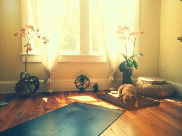 phong-tap-yoga-co-khong-gian-rong