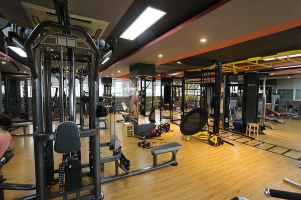 tieu-chuan-do-ben-be-mat-xung-quanh-phong-tap-gym
